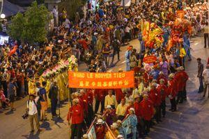 Hội Tết Nguyên tiêu rực rỡ sắc màu trên đường phố Sài Gòn