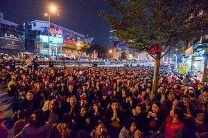Hà Nội nói gì việc người dân tràn ra đường dự lễ dâng sao giải hạn?