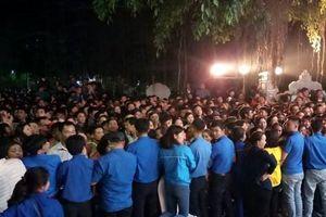 Hàng nghìn người chen chân xin ấn đền Trần tại Thanh Hóa