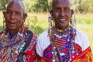 Bộ tộc kỳ lạ ở châu Phi, phụ nữ cạo trọc đầu, đàn ông xỏ khuyên tai