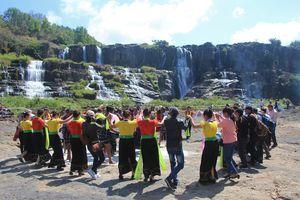 Tưng bừng lễ hội mùa xuân tại thác Pongour