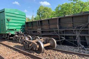 Tàu liên tiếp bị trật bánh trên đường sắt Bắc Nam