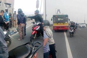 Va chạm với xe buýt, người đi xe máy chết trên cầu Nhật Tân