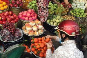 Hoa quả ở Sài Gòn tăng giá mạnh ngày rằm tháng Giêng