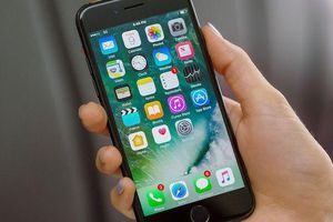 Apple cảnh báo lỗi có thể biến iPhone 7 của người dùng thành 'chặn giấy'