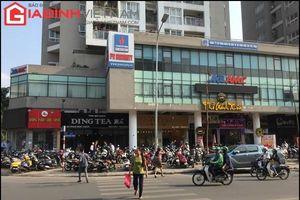Bãi xe không phép, chiếm dụng vỉa hè ở phường Kim Liên