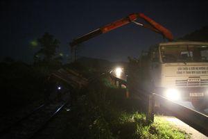 Tàu chở hàng trật bánh, đường sắt Bắc- Nam tê liệt nhiều giờ