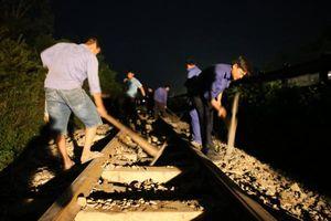 Thông tuyến đường sắt Bắc – Nam sau nhiều giờ tê liệt vì sự cố tàu trật bánh