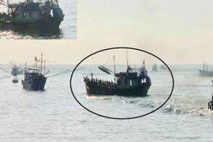 Quảng Ngãi: Tàu cá nghênh ngang neo đậu giữa luồng cảng Sa Kỳ