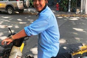 Nhặt 2 cọc tiền giữa phố Sài Gòn, người đàn ông có hành động bất ngờ