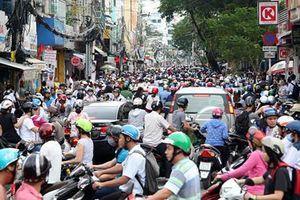 Không phải cứ tăng giao thông công cộng là giảm được xe cá nhân