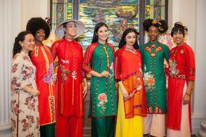Hoa hậu Ngọc Hân mang áo dài Việt sang Mỹ