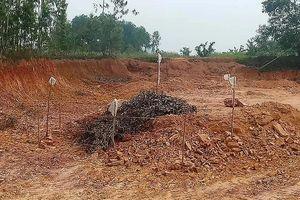 Đào đất xây dựng công trình, người dân Hà Tĩnh hoảng hồn phát hiện bom 2,5 tạ