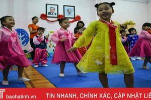 Trẻ mẫu giáo trường Việt Triều Hữu nghị tập hát chào đón ông Kim Jong-un