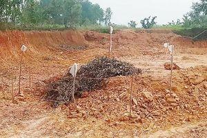 Tá hỏa phát hiện quả bom 2,5 tạ chưa nổ khi đào đất làm nông thôn mới