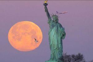 Rực rỡ hình ảnh siêu trăng vào ngày Rằm tháng giêng