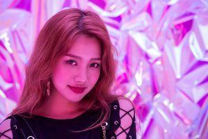 Hot girl Việt mờ nhạt trong lần đầu biểu diễn tại Hàn Quốc