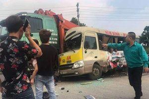 Tai nạn trên đại lộ Thăng Long: Phá cửa xe cứu người