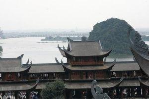 Cận cảnh ngôi chùa lớn nhất thế giới ở 'vịnh Hạ Long trên cạn'
