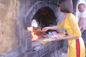 Tình trạng đốt vàng mã tại đền Bà Chúa Kho (Bắc Ninh) đã giảm
