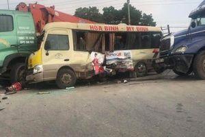 Tai nạn liên hoàn trên Đại lộ Thăng Long khiến 2 vợ chồng thiệt mạng