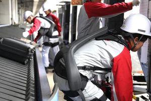 Robot giúp nhân viên thồ hành lý ra mắt ở Nhật Bản