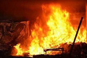 Đốt nhà mẹ ruột vì không mượn được sổ hộ khẩu