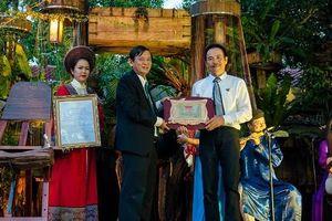 TP Huế khen thưởng Bảo tàng Nghệ thuật thêu XQ