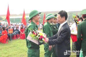 Phó Bí thư Thường trực Tỉnh ủy Nguyễn Xuân Sơn dự Lễ giao, nhận quân tại Nghi Lộc
