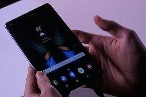 Lộ diện Galaxy Fold: Đắt hơn iPhone Xs Max