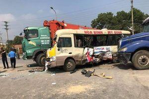 Hà Nội: 1 phụ nữ đứt lìa tay sau vụ tai nạn liên hoàn trên Đại lộ Thăng Long