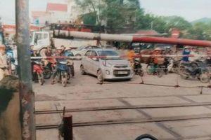 Liên tiếp tai nạn, cấp bách lắp đèn tín hiệu tại ngã tư Nghĩa Trang
