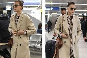 'Chân dài' Irina Shayk xinh đẹp, sang chảnh với jumpsuit kẻ ở sân bay