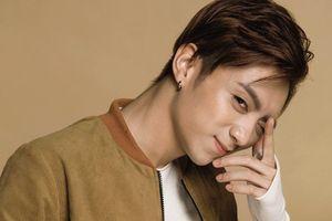 Soobin Hoàng Sơn cởi áo 'hoàng tử pop' trong Music Home
