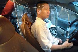 Tranh cãi việc lắp tấm chắn bảo vệ tài xế taxi