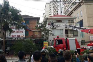 Hà Nội: Huy động hàng chục chiến sĩ khống chế nam thanh niên nghi ngáo đá cố thủ trong biệt thự