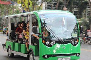Xe buýt điện, trạm đón taxi lãng phí từng ngày