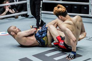 Võ sĩ MMA 43 tuổi hạ chóng vánh đối thủ đáng tuổi con mình