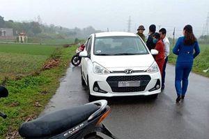 Người đàn ông đập vỡ kính xe, đâm nữ tài xế taxi tử vong