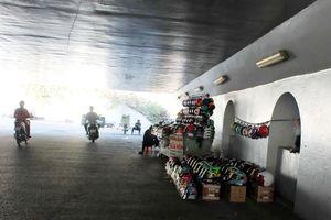 Biến hầm chui thành nơi họp chợ
