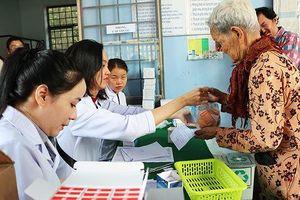 Khám và phát thuốc miễn phí cho 400 người nghèo