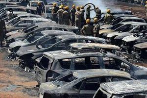 Triển lãm hàng không ở Ấn Độ biến thành biển lửa