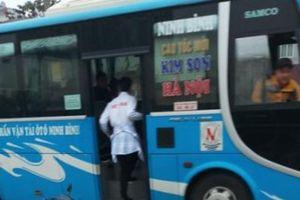 Nhức nhối nạn 'bắt' khách dọc đường, tiềm ẩn tai nạn giao thông