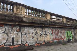 Tự ý vẽ nơi công cộng, tường nhà dân: Vi phạm pháp luật, bôi xấu đô thị