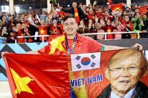 Tuyệt vời bộ ảnh về bóng đá Việt Nam của nhiếp ảnh gia Nguyễn Á