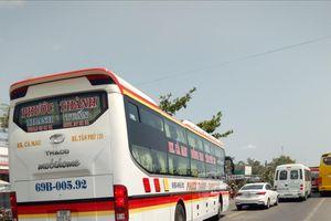 Tuyến Quốc lộ 1 ở Bạc Liêu bị kẹt xe kéo dài do khách hành hương