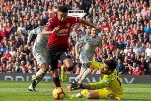 Chia điểm trên sân MU, Liverpool đòi lại ngôi đầu Ngoại hạng Anh