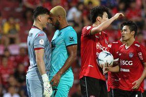 Đặng Văn Lâm bị đối thủ khiêu khích khi thi đấu trên đất Thái