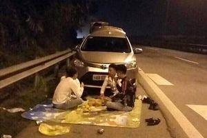 Lại ngồi ăn uống trên cao tốc, 'tự sướng' của những kẻ muốn 'khổ'