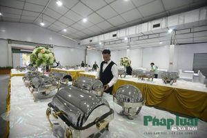 Nghệ nhân ẩm thực nổi tiếng Hà Nội chuẩn bị đồ ăn tại Trung tâm báo chí quốc tế